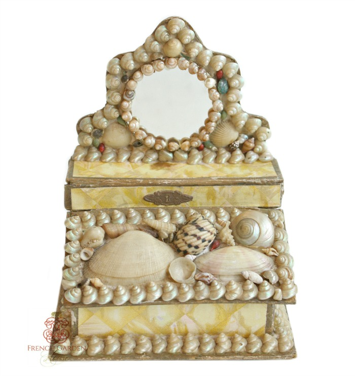 COLLECTING VICTORIAN SHELL SOUVENIRS
