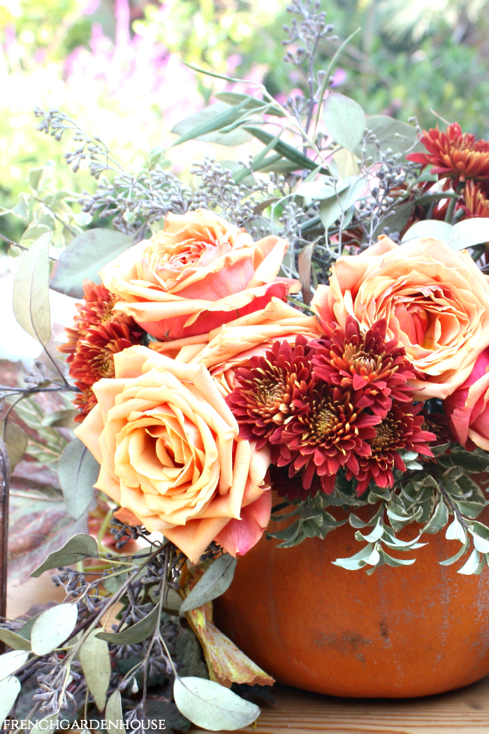 CREATE A STUNNING PUMPKIN CENTERPIECE