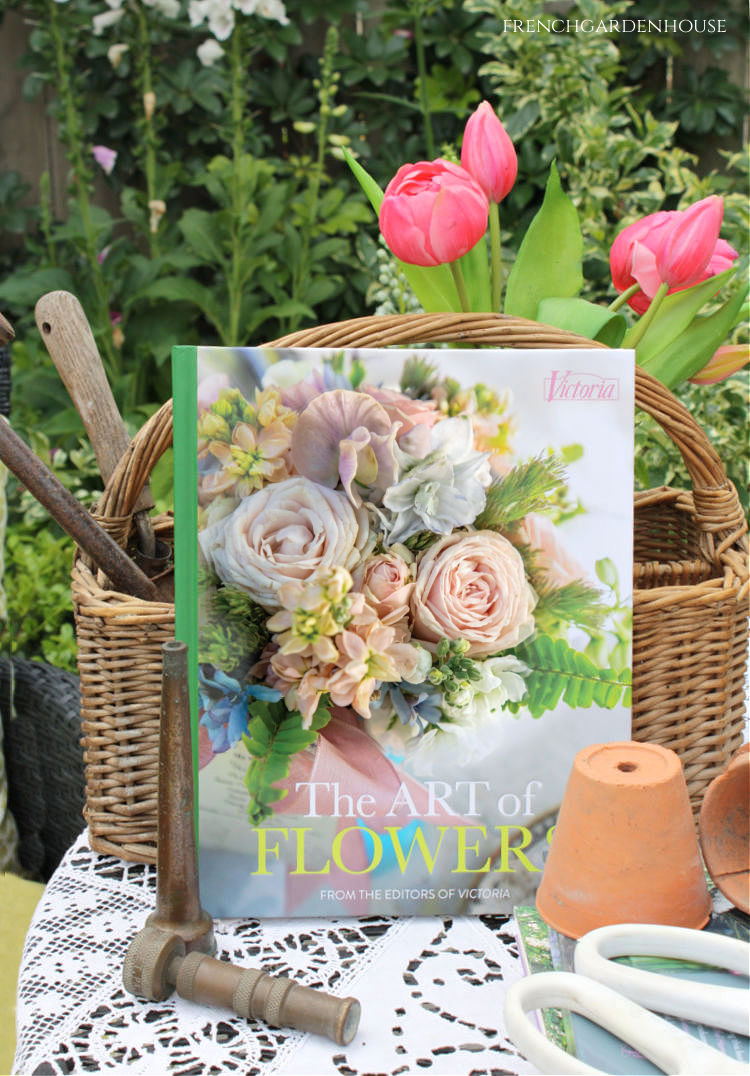 Victoria : The Art of Flowers Give Away