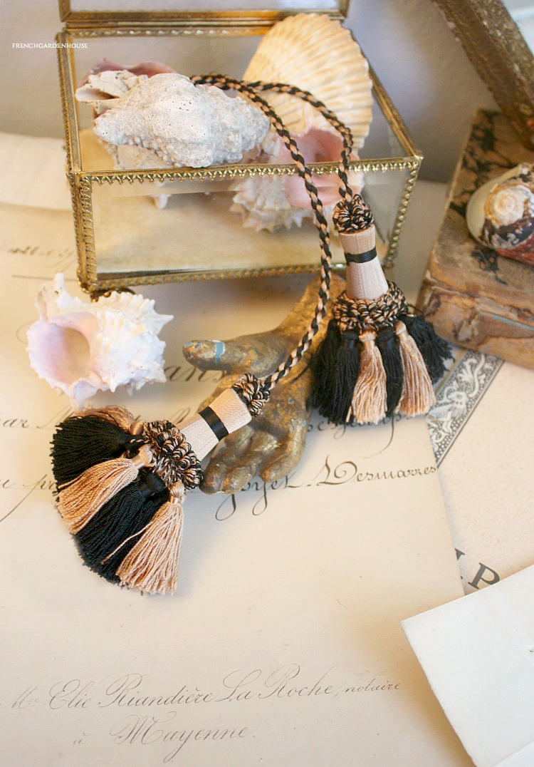 silk French tassels black pink