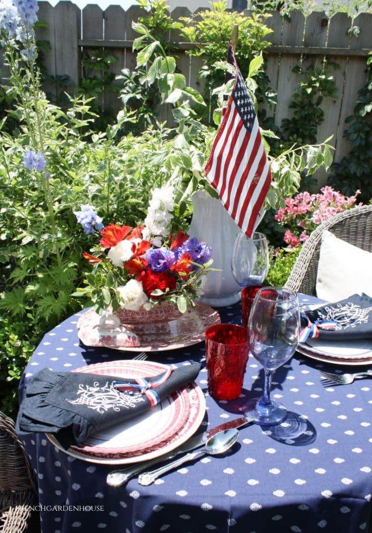 Memorial Weekend Table setting