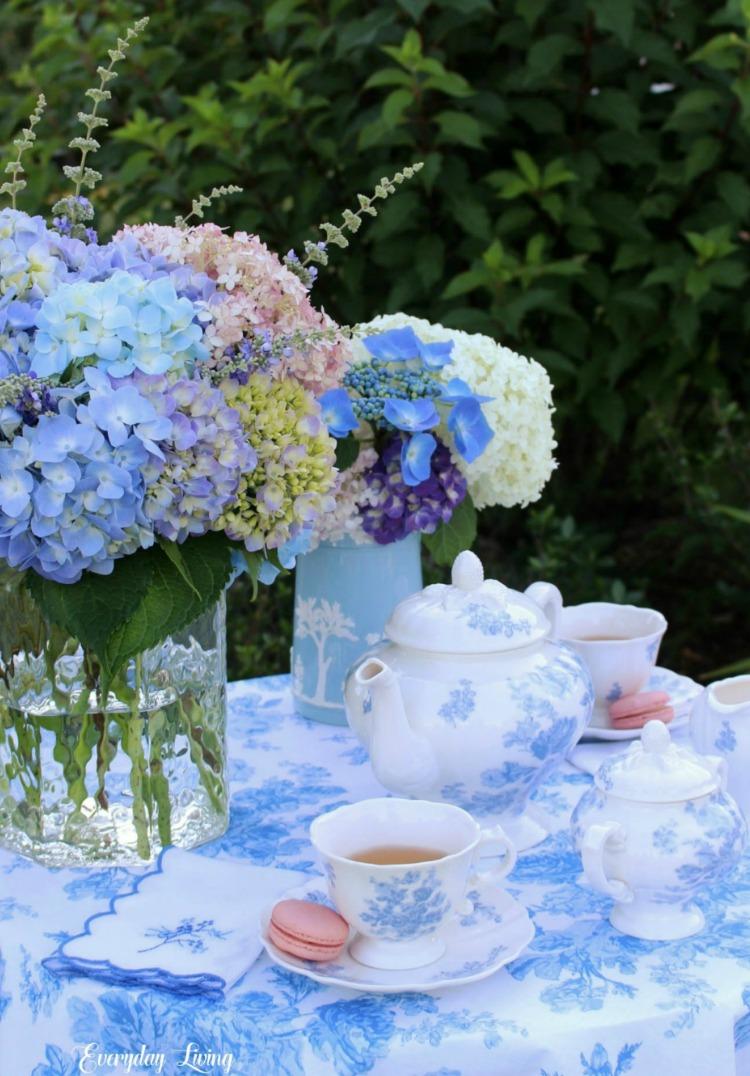 blue hydrangeas table setting