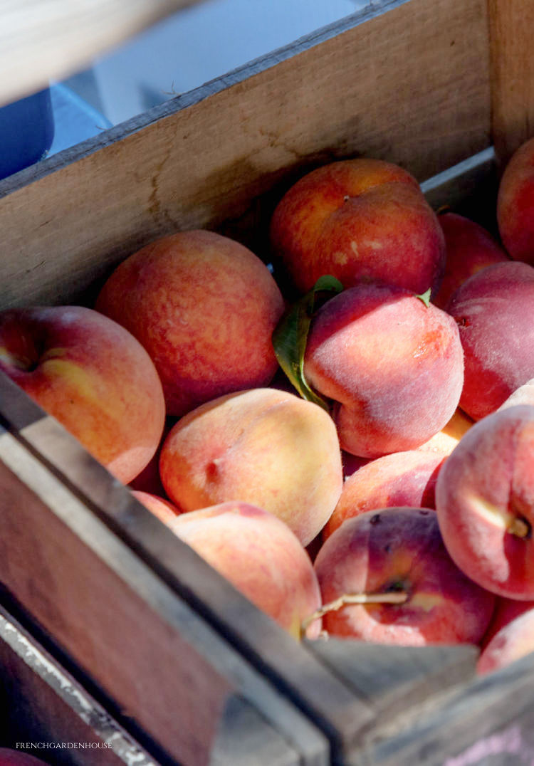 Peaches in French market