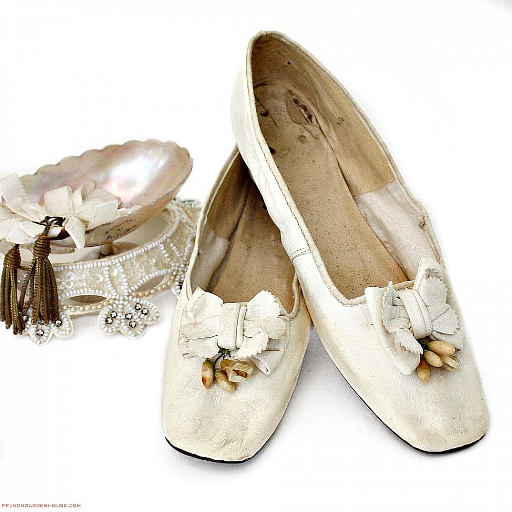 Antique French Victorian White Kid Leather Wax Flowers Wedding Shoes 1850