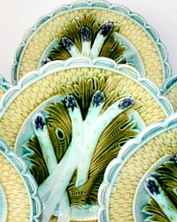 19th Century French Keller and Guerin Luneville Barbotine Majolica Asparagus Plate