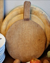 Antique Country Patina Round Cutting Bread Board
