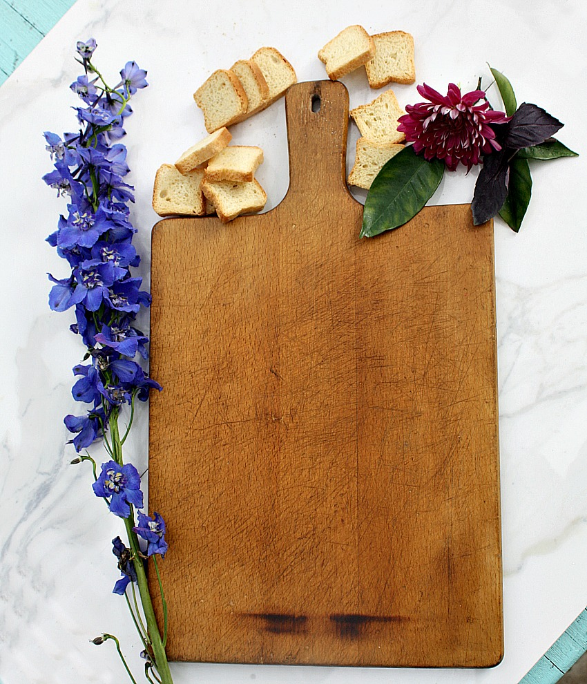 Country Handle Cutting Board