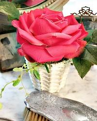 One of a Kind Boutiques des Fleurs Single Rose
