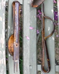 Antique Metal Garden Tool Daisy Lifter