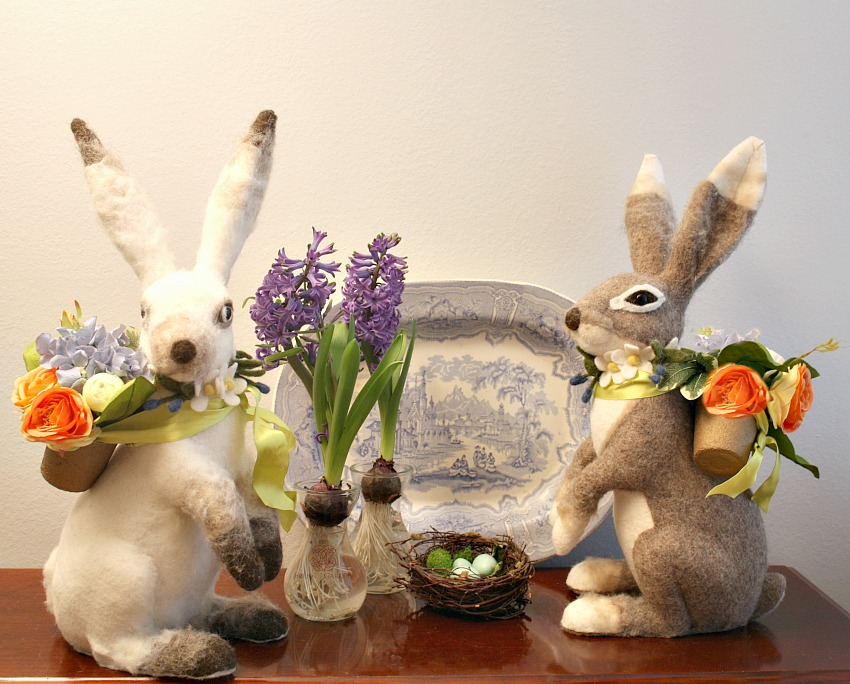 Large Felted Hare with Peonies and Hydrangeas Blanc