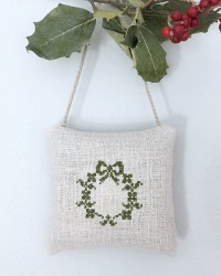 French Country Hand Made Antique Linen Lavender Sachet Wreath
