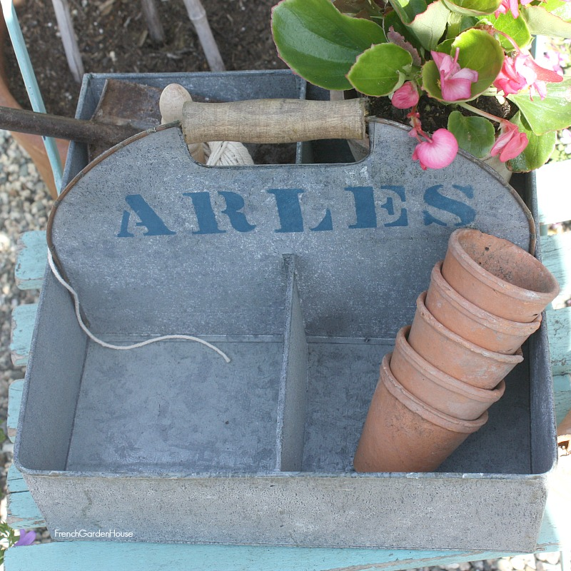 Zinc French Country Style Garden Arles Carrier