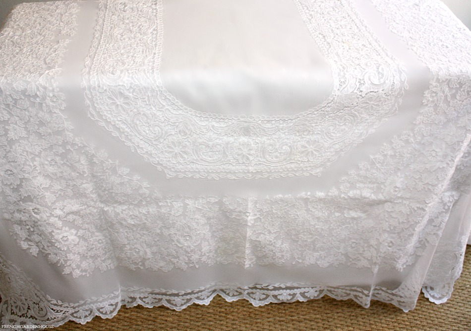 Luxurious White Floral Net Lace Linen Tablecloth