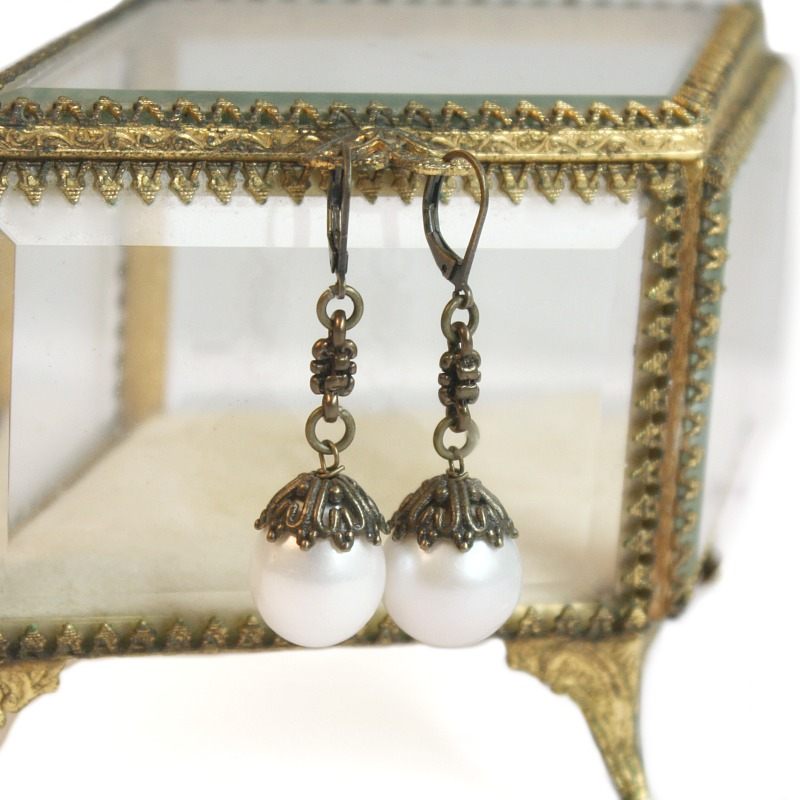 Creme de La Mer Pearl and Chain Earrings
