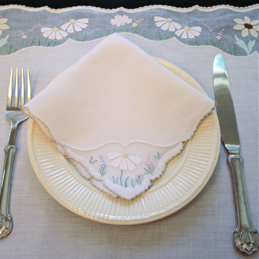 Garden Flowers Vintage Madeira Embroidery 3pc Butler's Breakfast Set