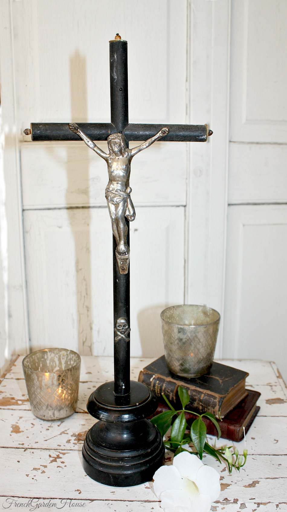 Antique French Large Napoleon III Ebonised Wood Crucifix Skull Grand