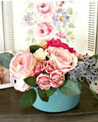 One of a Kind Boutiques des Fleurs Roses Oval Arrangment