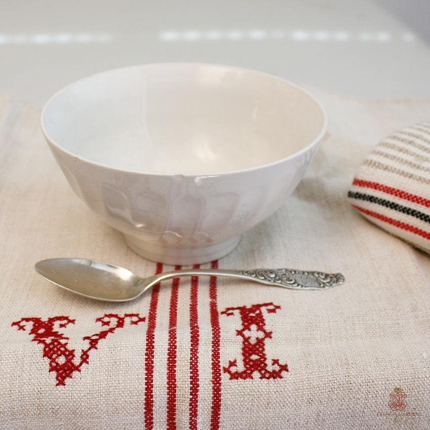 Vintage Shabby White French Cafe au Lait Bol