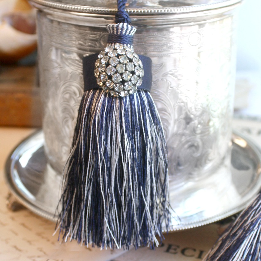 Parisian Atelier Lac Blue Tassel Set of 2