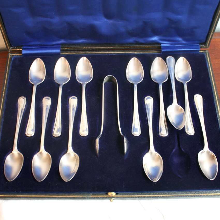 Art Deco English Silver Teaspoons and Sugar Nips Presentation Box Set