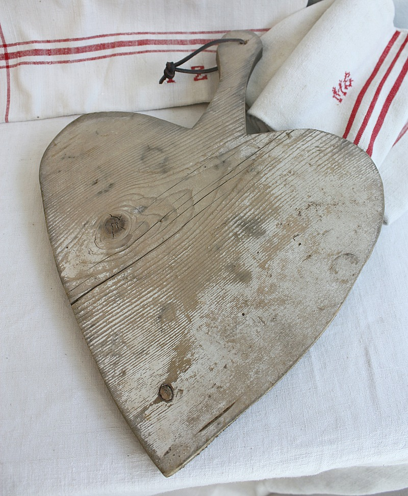 Vintage Country Heart Cutting Board