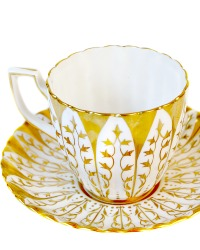 Luxury Scalloped Royal Chelsea Gilt Hand Painted Tea Cup