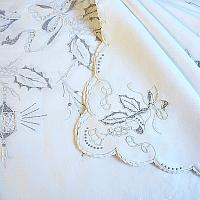 Exceptional Madeira Hand Embroidered Christmas Holiday Tablecloth Setting for 12