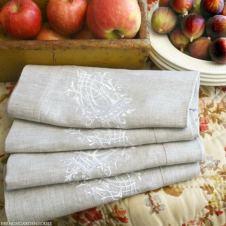 European Luxury Linen Royal Crest Embroidered Napkin Natural Set of 4