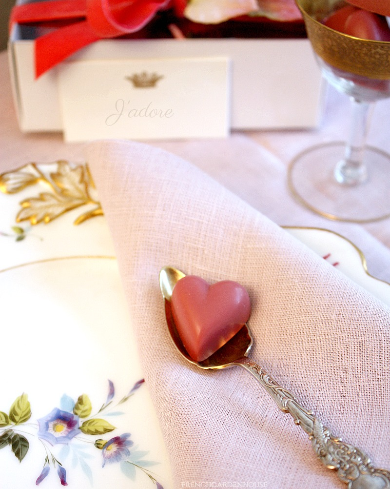 L'Amour Solid Ruby Cacao Hearts Gift Box
