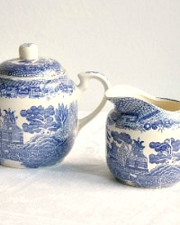 Vintage Chinoiserie Blue Willow Sugar and Cream Set