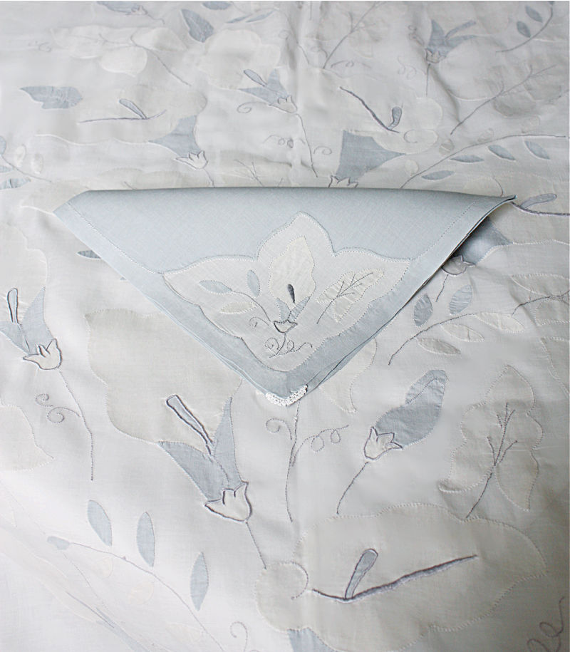 Vintage Hand Embroidered Madeira Tablecloth Calla Lily with 12 Napkins