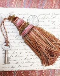 Parisian Atelier Vintage Chocolat Lait Tassel & Antique Key