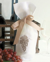 White Linen Wine Gift Bag with Embroidered Grapes